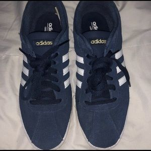 Classic Adidas shoes Like new